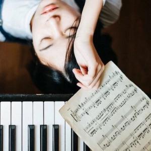 红色高跟鞋(抖音搜琴子钢琴工作室)钢琴谱