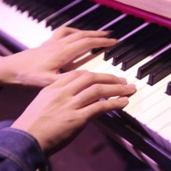 问情【昼夜版钢琴独奏】钢琴谱