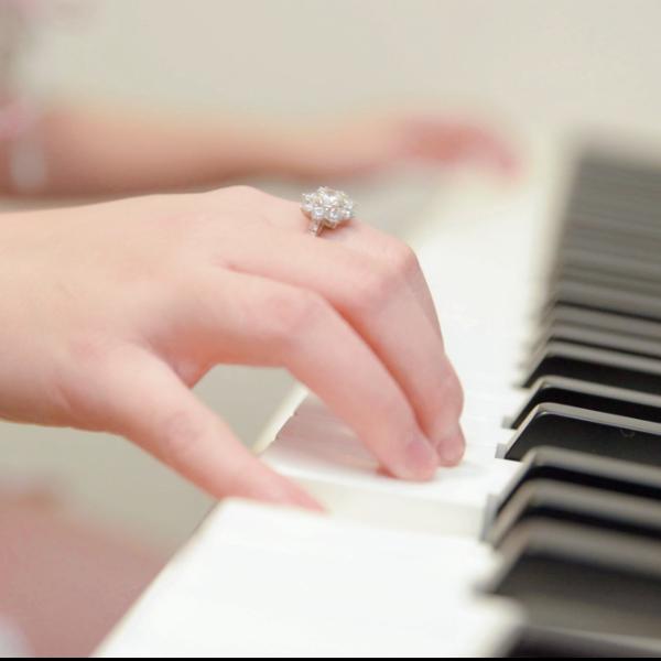 开心梦幻练音阶—左手E大调「带指法」