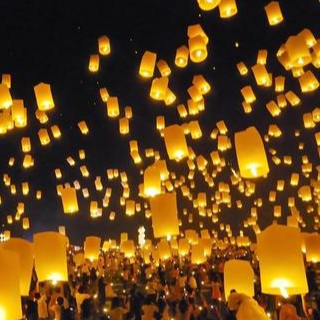 灯火里的中国钢琴谱